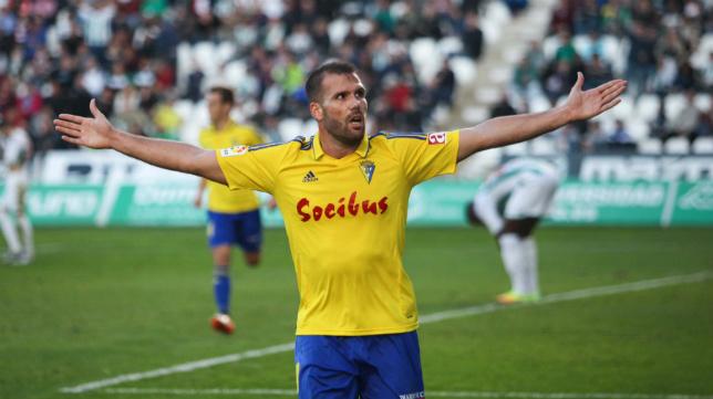 Ortuño celebra uno de sus goles.