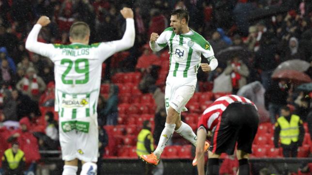 Luso celebra un gol con el Córdoba.