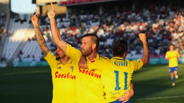 Ortuño celebra uno de sus goles en Córdoba
