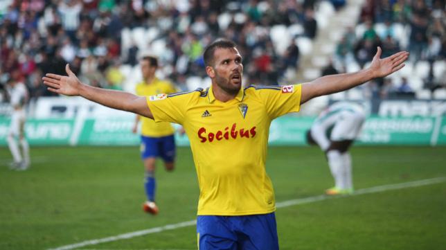 Ortuño celebra su segundo gol ante el Córdoba.