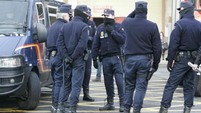 La Policía velará por la seguridad del partido de Copa del Rey Cádiz CF-Sevilla.