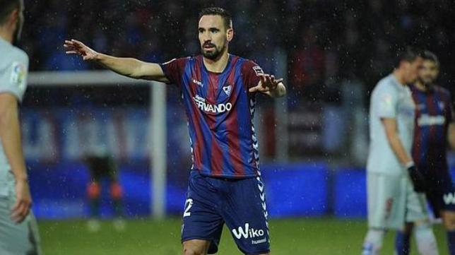 El centrocampista Borja Fernández cuando militaba en el Eibar.