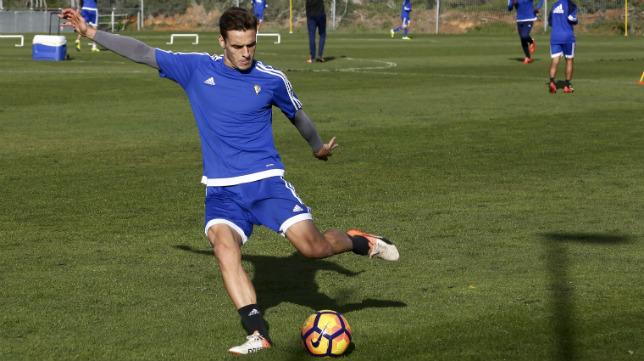 Brian Olivan, en un entrenamiento del Cádiz CF en El Rosal.