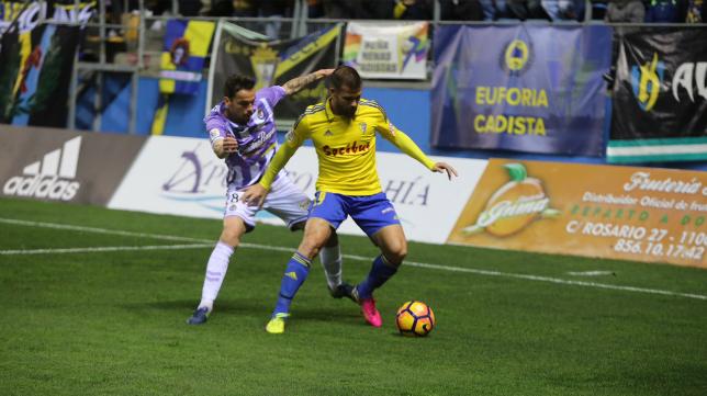El Cádiz CF se enrocó en la segunda mitad.