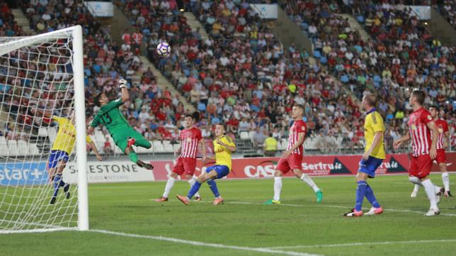 El Cádiz CF comenzó la Liga empatando en Almería.