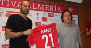 El excadista Nano González presentado como jugador del Almería el pasado verano