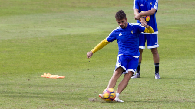Carlos Calvo negocia con el Cádiz CF su salida.