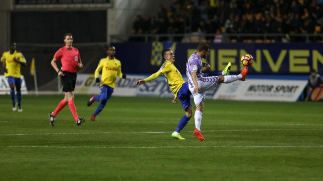 El Cádiz CF no pudo con el Valladolid en la primera vuelta.