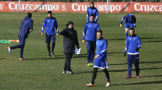 Álvaro Cervera dirige la sesión de entrenamientos.  Antonio Vázquez
