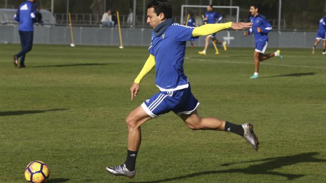 Sergio Mantecón, en un entrenamiento del Cádiz CF.