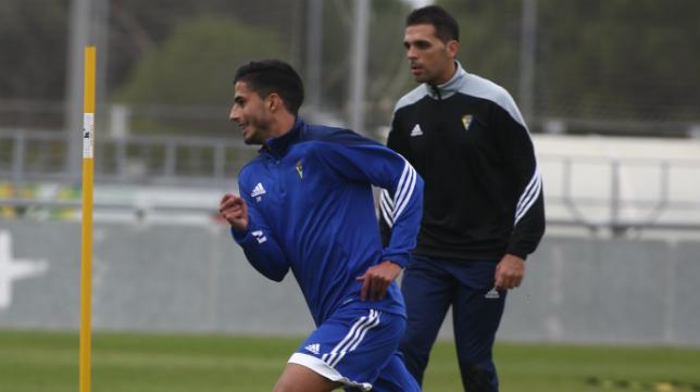 Nico Hidalgo, en un entrenamiento del Cádiz CF, regresa a una lista de convocados.