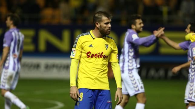 Alfredo Ortuño, cariacontecido, tras el final del partido ante el Valladolid.