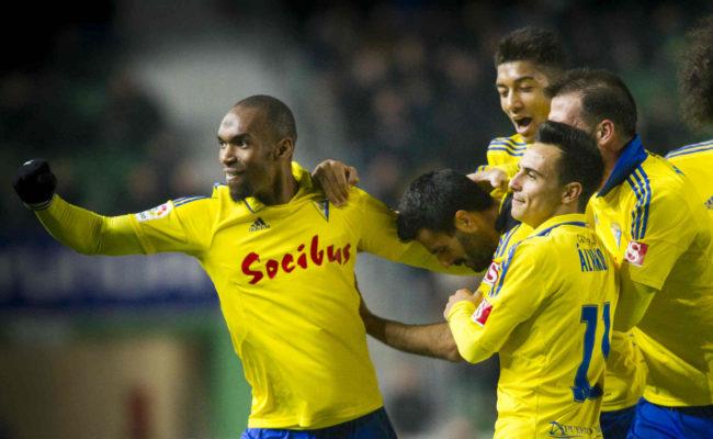 Los jugadores celebran el gol de Dani Güiza.
