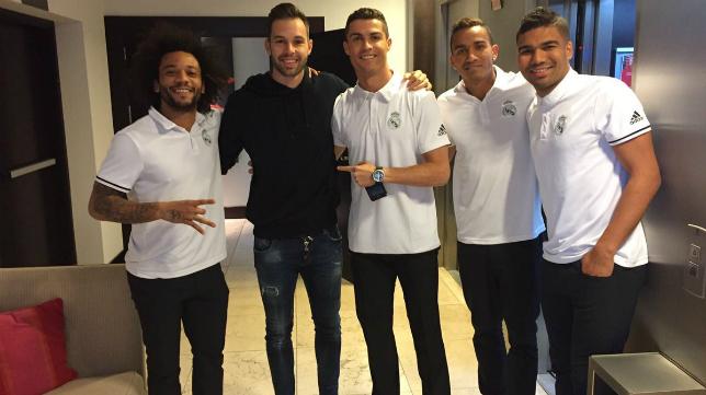 Jesús Fernández acompañado por algunos excompañeros del Real Madrid, entre ellos Cristiano Ronaldo