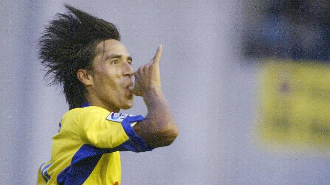 Lucas Lobos marcó uno de los goles en la última visita del Cádiz CF a La Romareda.