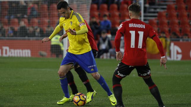 Rubén Cruz en una jugada ante el Mallorca