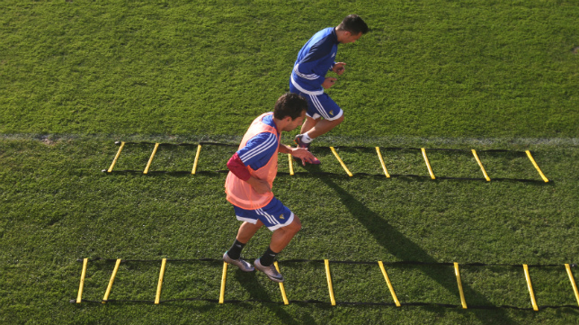 Mantecón y Álvaro realizan ejercicios pensando en el partido del Martínez Valero de Elche.