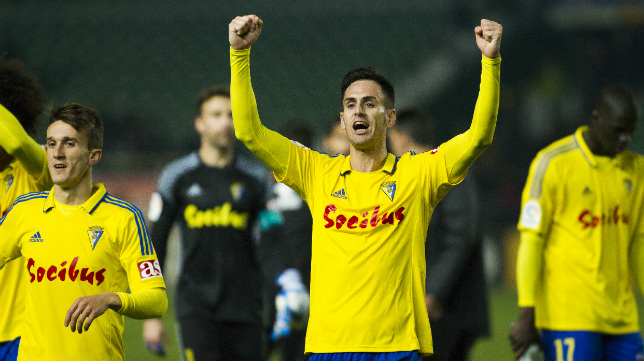 Rubén Cruz celebra una victoria durante la pasada temporada.