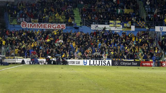 La afición del Cádiz CF estuvo presente en el Coliseum.