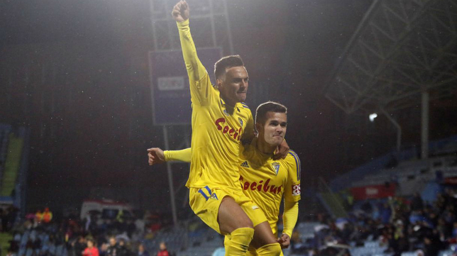 Aketxe y Álvaro celebran el gol del primero