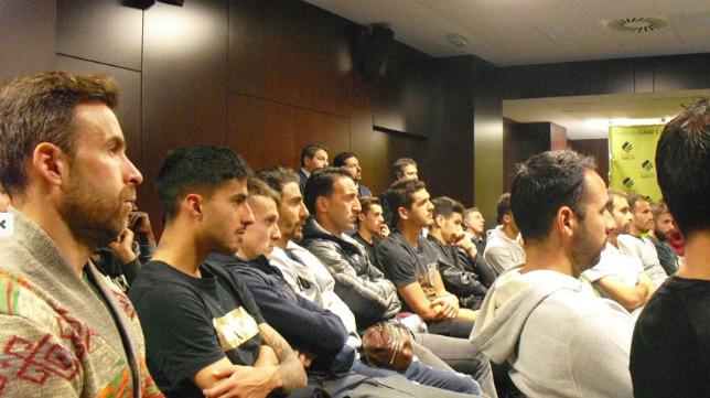 Los jugadores asistieron a la charla de los responsables de LaLiga. CCF