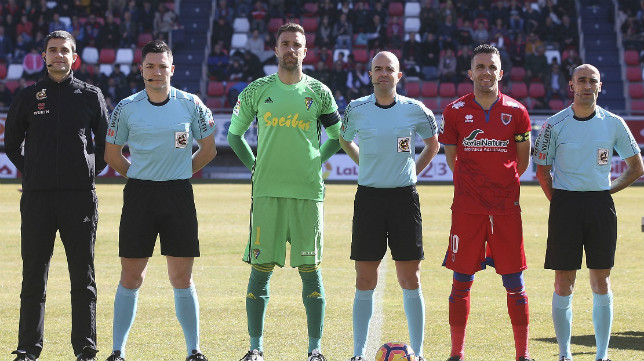 Alberto Cifuentes, capitán del Cádiz CF ante la ausencia en el once de Servando..