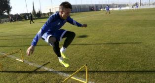 Salvi salta durante un ejercicio en El Rosal.