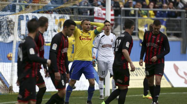 Servando lamenta una buena ocasión de gol