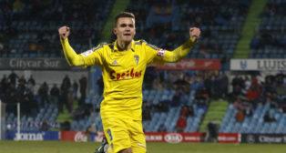 Ager Aketxe celebra su gol de falta.