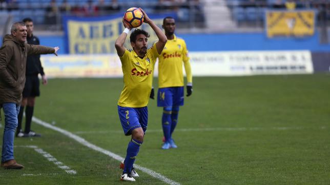Carpio en un partido con el Cádiz CF