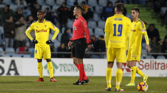 Los jugadores del Cádiz acabaron desolados.
