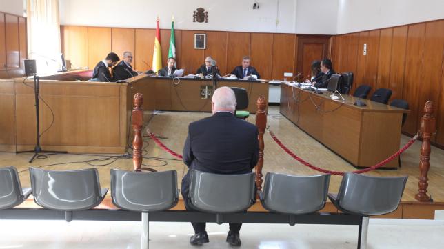 Carlos Medina en el banquillo de los acusados.