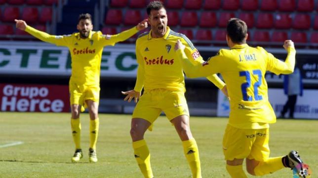 Ortuño celebra el gol de Imaz en Soria (Foto: La Liga)