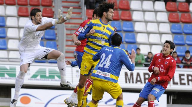 El Cádiz CF, con Kiko Casilla de portero, en su última visita a Soria.