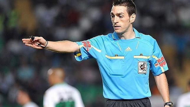 El colegiado navarro Prieto Iglesias ya ha arbitrado al Cádiz CF tres veces esta temporada.
