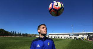 Ager Aketxe en un entrenamiento con el Cádiz CF