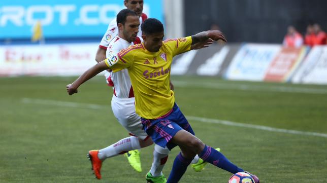 Cádiz CF y Rayo Vallecano medirán sus fuerzas en el Estadio Ramón de Carranza.