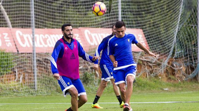 Álvaro García y Dani Güiza, en un entrenamiento..