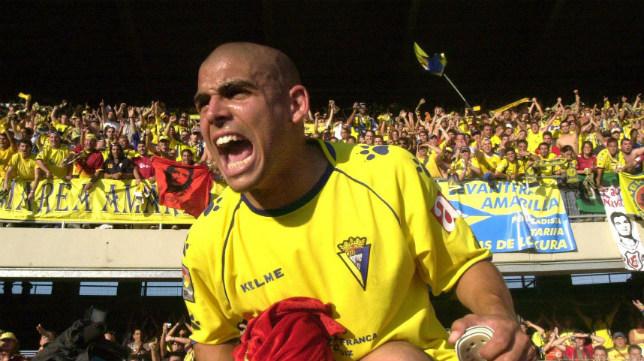 Juanjo Bezares, a hombros de Mirosavjlevic, celebra el ascenso en Chapín.