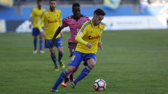 El Tenerife ganó en Cádiz (0-1) en un choque arbitrado por Gorostegui Fernández-Ortega.