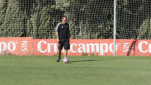 Álvaro Cervera está muy cerca de renovar con el Cádiz CF.