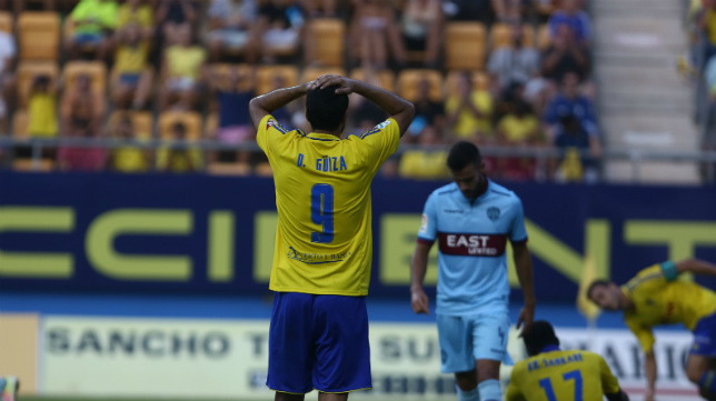Dani Güiza se lamenta sobre el césped durante el partido copero ante el Levante, donde marcó un gol.