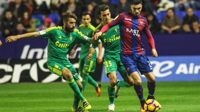 Cadistas y granotas empataron sin goles en el Ciutat de Valencia.