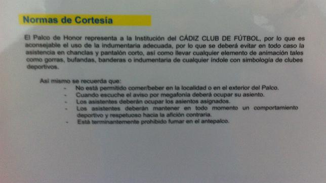 Una placa, en el interior del palco de horno de Carranza, explica a los invitados cómo se tiene que acudir a un partido.