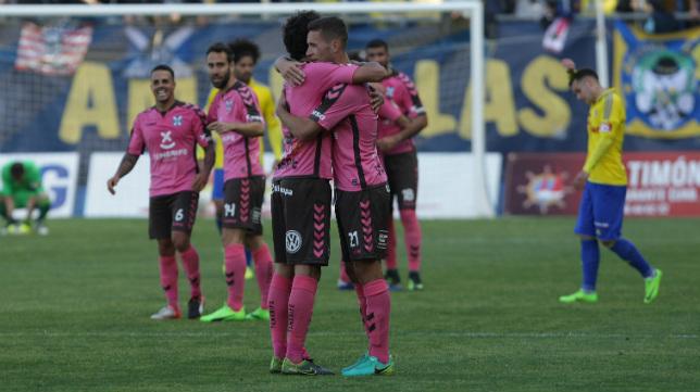 El CD Tenerife se llevó los tres puntos de Carranza y ahora es tercero.