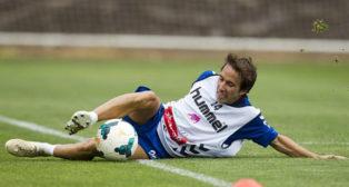 Raúl Cámara, en un entrenamiento con el Tenerife, club con el que negocia para renovar.