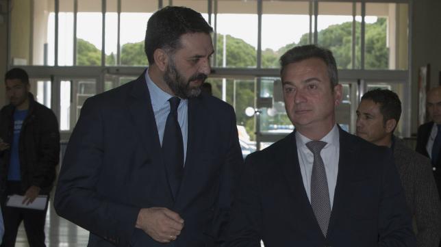 Francisco Javier Fernández (a la izquierda en la foto), consejero de Turismo y Deporte de la Junta de Andalucía.