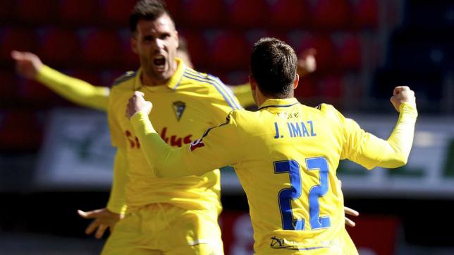 Jesús Imaz celebra su primer gol con el Cádiz CF en Los Pajaritos.