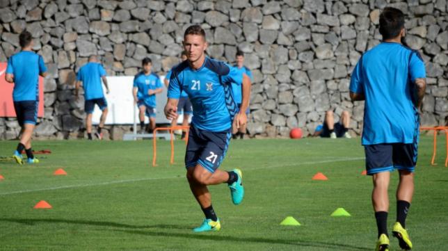 Jorge Sáenz, zaguero del Tenerife. Foto: CD Tenerife.