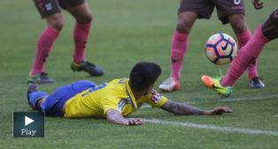 Nico Hidalgo cayó en el área pero no señaló nada el árbitro
